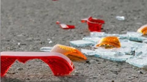 Ηλεία: Αυτοκίνητο «καρφώθηκε» σε κολώνα της ΔΕΗ