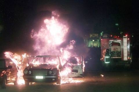 Φωτιά κατέστρεψε οχήματα στη Γλυφάδα