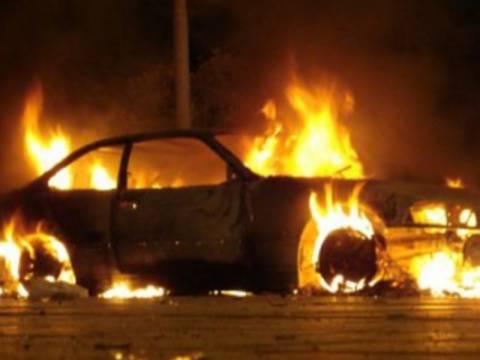 Φωτιά σε δύο αυτοκίνητα στην Αθήνα