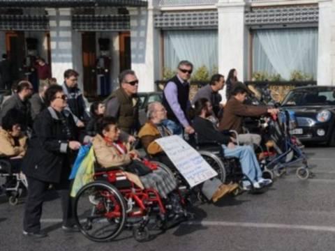 Πορεία των ΑμΕΑ στο κέντρο της Αθήνας