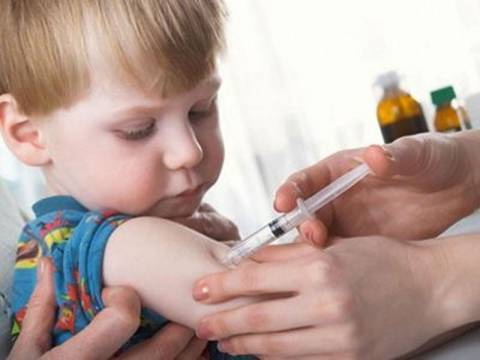 Δωρεάν εμβολιασμός παιδιών στο πολυιατρείο Περάματος
