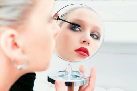Πόσο διαρκεί τελικά το πρωινό μακιγιάζ των γυναικών