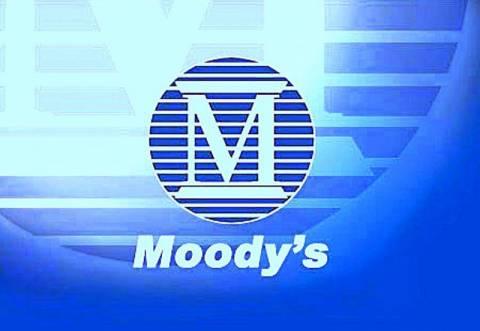 Η Moody's απειλεί να υποβαθμίσει 8 ισπανικές τράπεζες