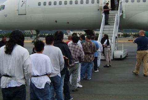Απέλαση 107 αλλοδαπών στις χώρες καταγωγής τους