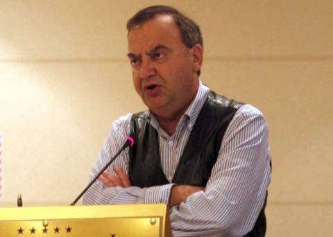 ΣΥΝ: Ο Κουτρουμάνης υποκρίνεται ασύστολα