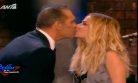Το «καυτό» φιλί Βίσση - Κωστόπουλου