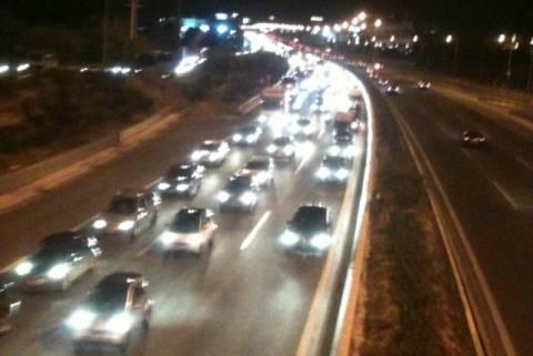 «Κολλημένα» τα αυτοκίνητα στην Ε.Ο. Αθηνών - Λαμίας