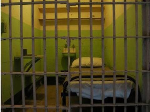 Σε κώμα κρατούμενος στη Λάρισα από χρήση ναρκωτικών