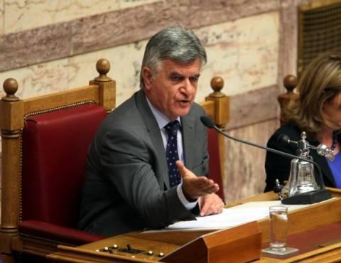 Βουλή: «Έως και 38% η μείωση των αποδοχών των υπαλλήλων»