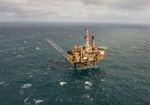 Επιχείρηση διάσωσης στη ρωσική  εξέδρα πετρελαίου
