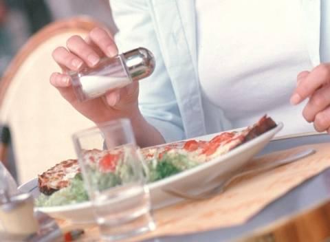 Εξαφανίζουν τις αλατιέρες από τα εστιατόρια