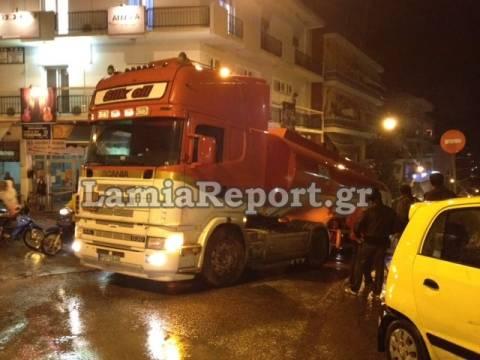 Λαμία: Κόλλησε βυτιοφόρο στο κέντρο της πόλης