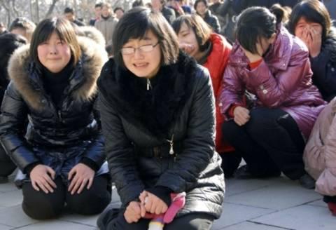 Υπόκλιση τρεις φορές την ημέρα για το θάνατο του Κιμ Γιονγκ -Ιλ