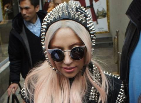 Lady Gaga: Προσοχή, δαγκώνει!