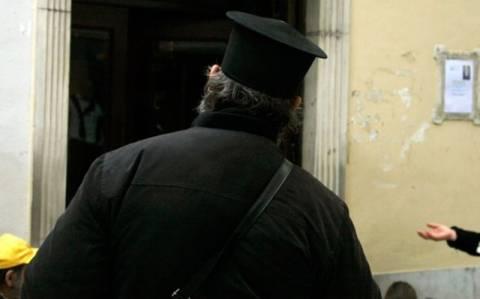 Μεθυσμένος παπάς χόρευε τσιφτετέλι και ζεϊμπέκικο