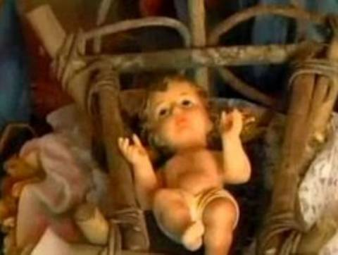 Έκλεψε τον μικρό Ιησού μέσα από τη φάτνη!