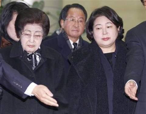 Από τη Νότια στη Βόρεια Κορέα για να θρηνήσουν τον Κιμ