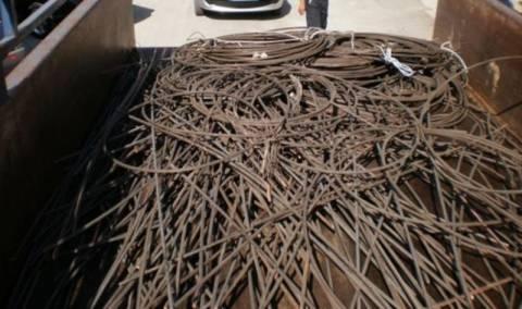 Φθιώτιδα: Τους «τσάκωσαν» να φορτώνουν καλώδια