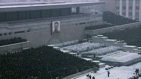 Στρατιωτικό συλλαλητήριο για τον Κιμ Γιονγκ Ιλ