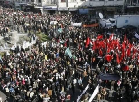 Νέες μαζικές διαδηλώσεις στη Συρία