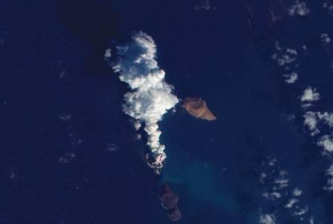 Δημιουργήθηκε νέο νησί από έκρηξη ηφαιστείου