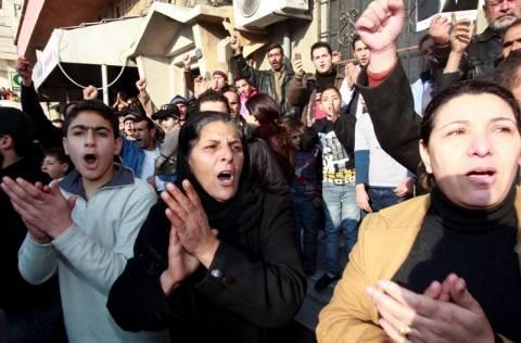 Δακρυγόνα και αληθινά πυρά στις διαδηλώσεις στη Συρία