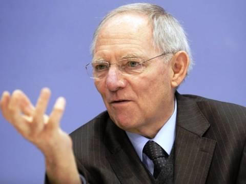 Σόιμπλε: Σταθερό το ευρώ, δύσκολο το 2012