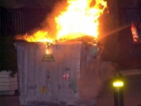 Τρίκαλα: Ανήλικοι έβαζαν φωτιά σε κάδους απορριμμάτων