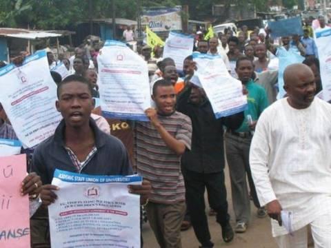 Αιματηρές συγκρούσεις στη Νιγηρία λόγω αύξησης των καυσίμων