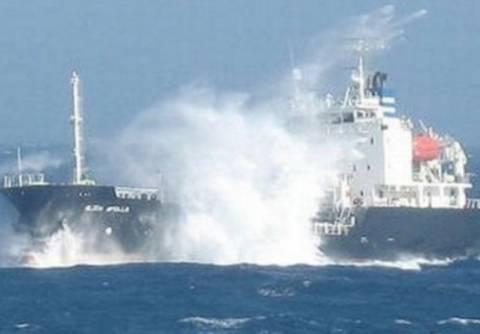 Σε ασφαλές σημείο ρυμουλκείται το ακυβέρνητο δεξαμενόπλοιο