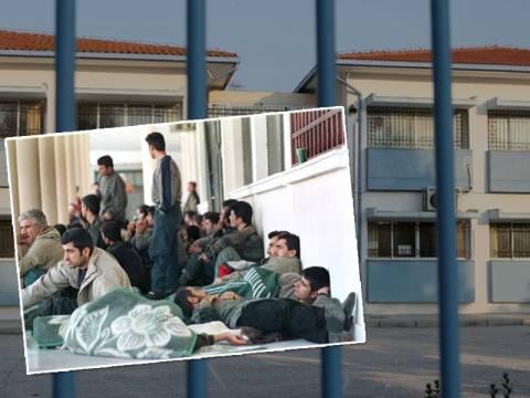 Κλείνουν σχολείο για να φιλοξενήσουν λαθρομετανάστες!