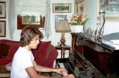 Από μικρός είχε κλίση στη μουσική. Ποιος είναι;