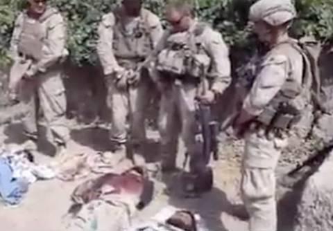 Αναγνωρίστηκαν οι πεζοναύτες που ούρησαν σε πτώματα Ταλιμπάν!