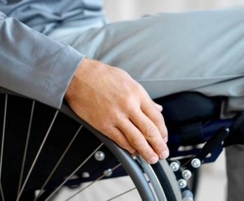 Φίμωσαν και λήστεψαν ανάπηρο στα Τρίκαλα