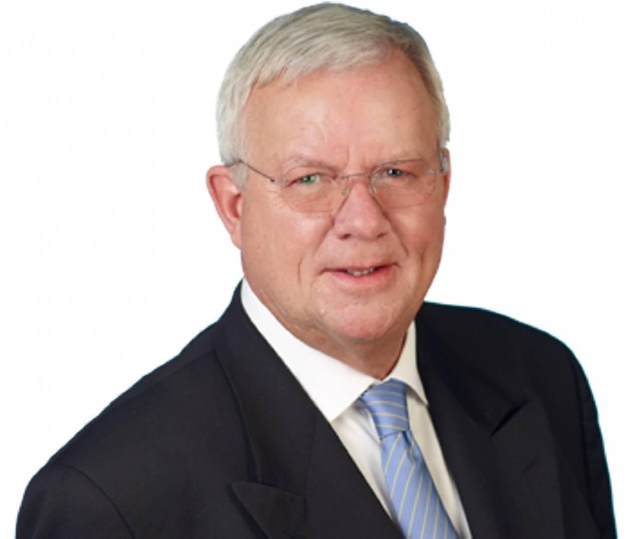 Fuchs: Η S&P πρέπει να υποβαθμίσει και τη Μ. Βρετανία
