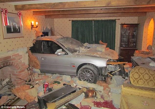 Το αυτοκίνητο μπήκε στο σπίτι της