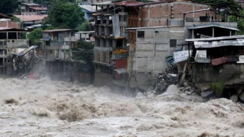 Φονικές πλημμύρες σαρώνουν το Περού