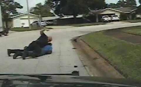 Αστυνομικός ξυλοκόπησε ηλικιωμένο με άνοια