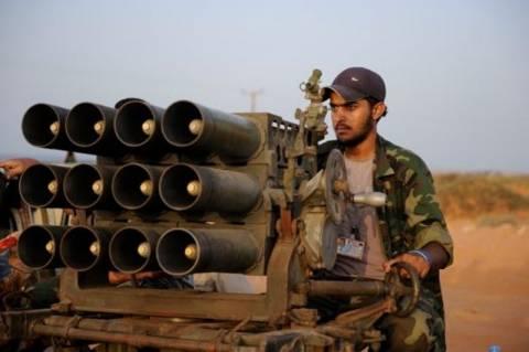 Πιστοί στον Καντάφι επιτέθηκαν σε στρατιωτική βάση