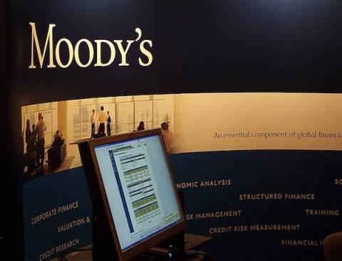 Moody's: Αυξημένη η πιθανότητα ελληνικής χρεοκοπίας