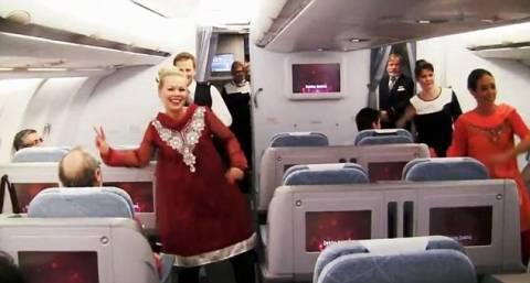 H πτήση έγινε Bollywood