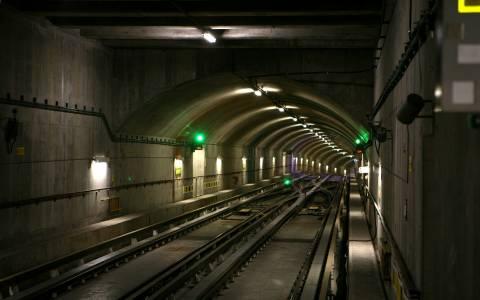 Λαθρεπιβάτης «βούτηξε» στις γραμμές του Μετρό