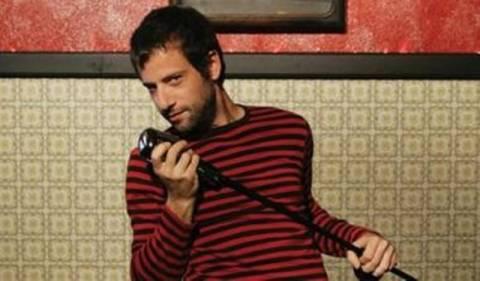 Ο Κωστής Μαραβέγιας παρουσιάζει τη Λόλα στο Fuzz Club