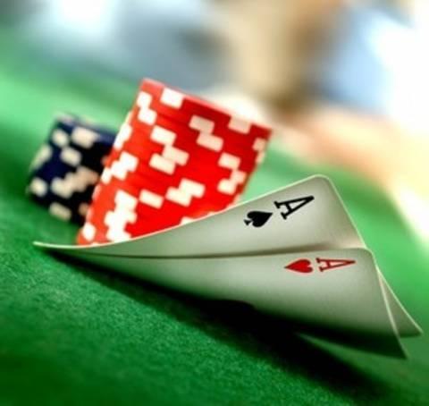 Μαζί με τον καφέ έπαιζαν και πόκερ