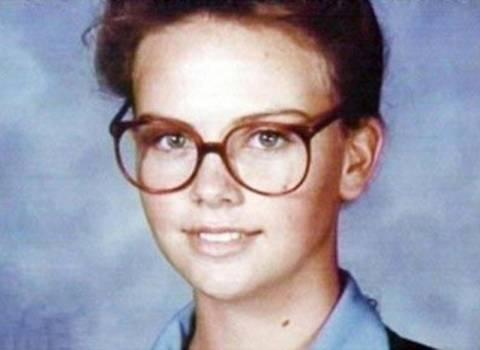 Σαρλίζ Θέρον: «Στην εφηβεία δεν με ήθελε κανένα αγόρι!»