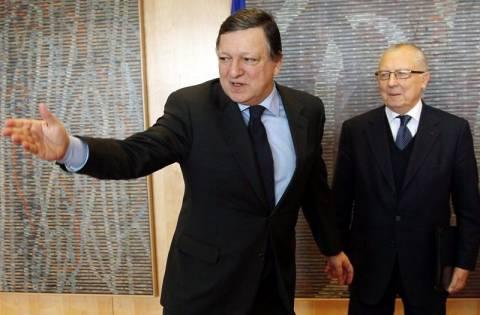 Μπαρόζο: «Θέλουμε να μείνει η Ελλάδα στο ευρώ»