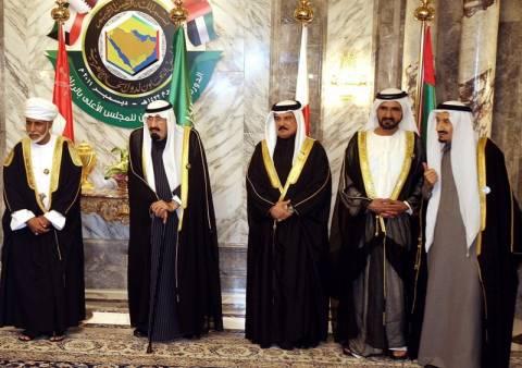 Αποσύρονται οι Άραβες πρεσβευτές από τη Συρία