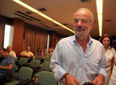 Αλ. Αλαβάνος: «Μαριονέτες σε κουκλοθέατρο οι πολιτικοί αρχηγοί»