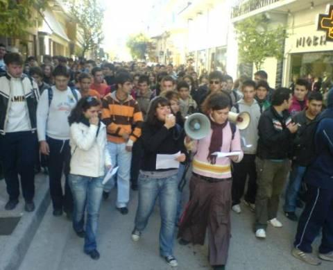 Μικροεπεισόδια και σήμερα στην μαθητική πορεία στο Ηράκλειο