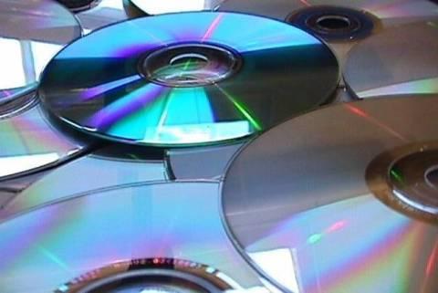 Σύλληψη αλλοδαπού για παράνομη πώληση cd και dvd